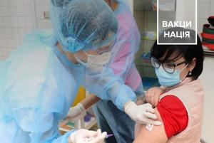 Це медики, які вакцинувалися від COVID-19 в Україні