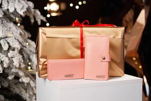 Ролтопи, поясні сумки, картхолдери – подарунки, які ніколи не будуть зайвими