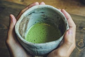 Як приготувати еспресо та лате з чаєм матча вдома