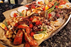 Зберіть свій власний мікс морепродуктів з усього світу у ресторані Flagman
