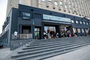 Що сталося в «Довженко-Центрі» й до чого тут обшуки?