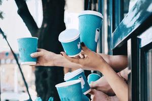 Фунікулер, театр і паркетна фабрика: 7 хороших кав'ярень у нетипових місцях