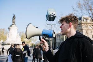 «Поверніть нашого режисера!» У Парижі «зупинили зйомку», щоб повернути Сенцова