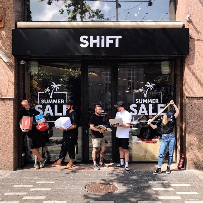 «Традиційний Summer Sale Weekend – ми масштабно збільшили знижки на знайомі  позиції. У розпродажі бере участь одяг e155450a9fc7e