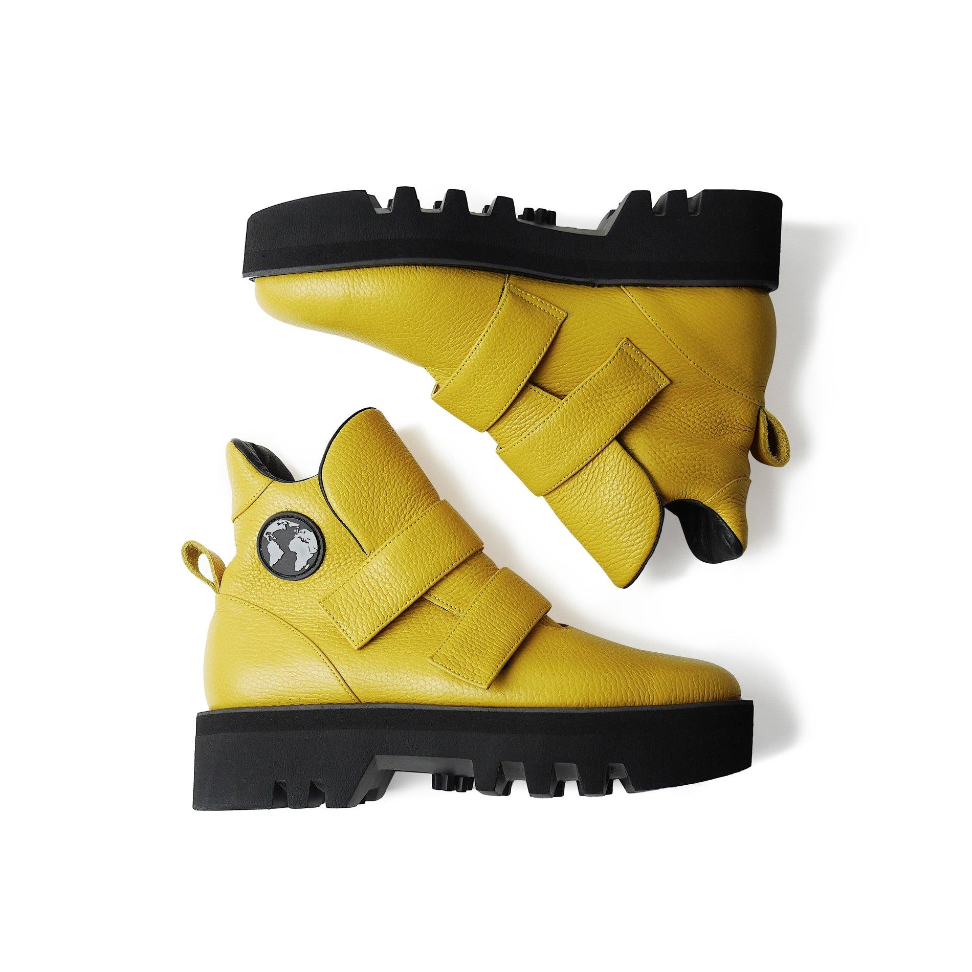 519dd7ebf37222 Наприклад, жовті чоботи з минулої колекції зі знижкою -50% коштують 4752  гривень (повна ціна – 9450 гривень), снікерси Mascaron зі знижкою -20%  коштують ...