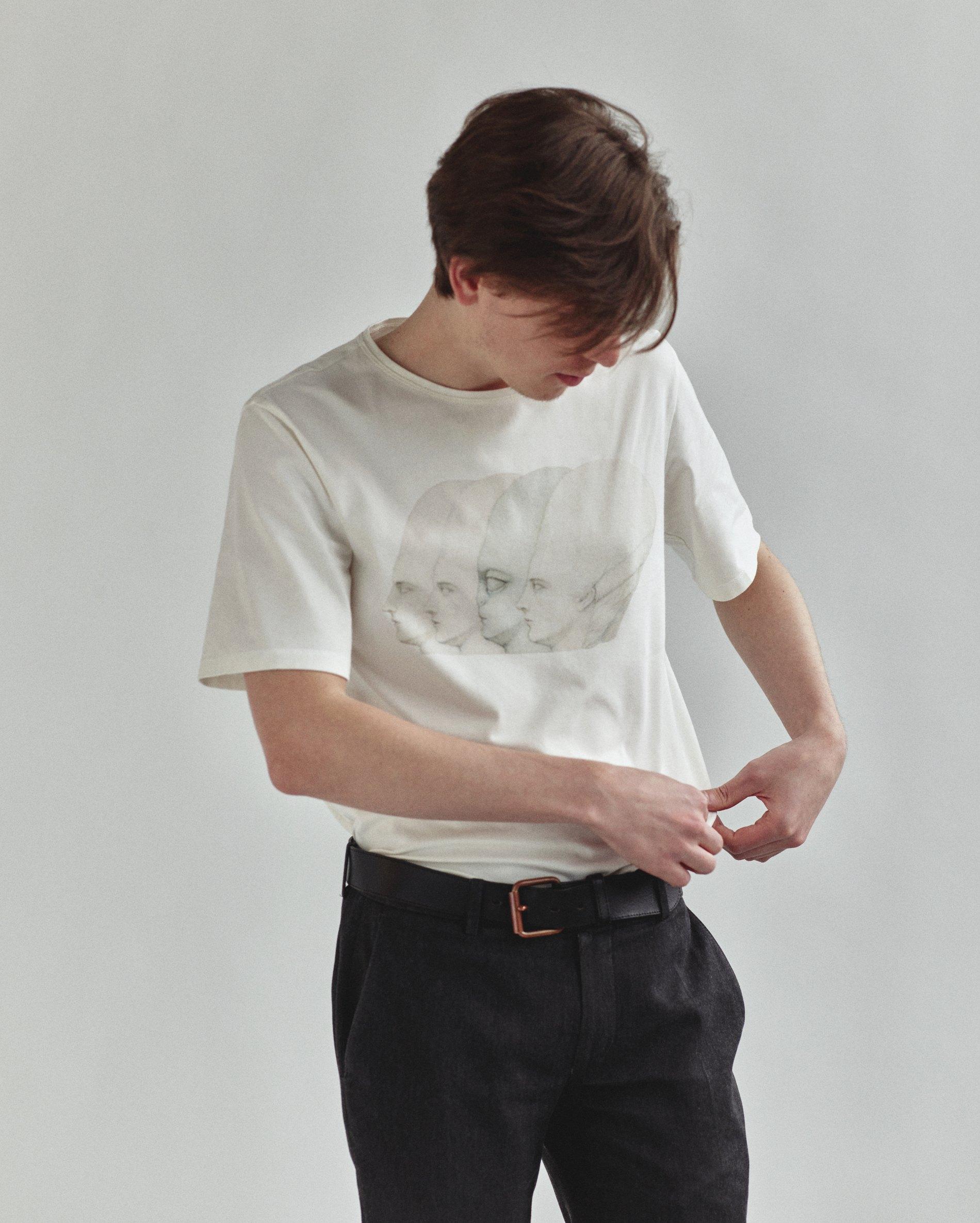 Унісекс футболки від колаборації Bobkova X Tolmachev — The Village ... e87a3f11b1f81