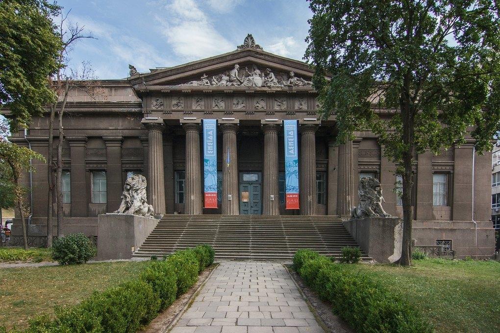 Я працюю у Національному художньому музеї